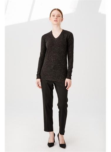 Desen Triko Kadın Sımlı Basıc V Yaka Bluz Kemık Siyah